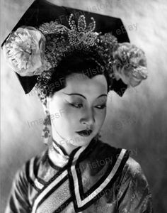 Print Anna May Wong Costumed Headdress Portrait Old Hollywood Glamour, Golden Age Of Hollywood, Vintage Hollywood, Classic Hollywood, Vintage Vogue, Hollywood Stars, Santa Monica, Asian American Actresses, Divas