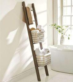 バスルームにも、ラダーラック。かごを乗せれば、外国の バスルームのような雰囲気に。ランダムにタオルを入れて♪