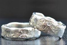 Goudsmid Elke Stuyck ontwerpt unieke trouwringen en exclusieve sieraden alsook speciale juwelen in goud en zilver. Atelier prov Antwerpen Ke...