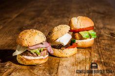 3 PORCELLINI I nostri miniburger: Classic, Veggie e Bolognese. Bolognese, Salmon Burgers, Chicken, Ethnic Recipes, Food, Essen, Meals, Yemek, Eten