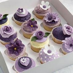 WEDDING CAKE (CUPCAKES) violet parme lilas lavande gateau mariage original pâte à sucre