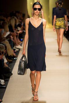 Sfilata Guy Laroche Parigi - Collezioni Primavera Estate 2015 - Vogue. Si vede, non si vede ,si vede tutto.Così sexy.....
