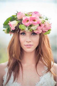 flowers in her hair Romantic Flowers, Pink Flowers, Flower Tiara, Flower Rings, I Love Redheads, Flower Crown Hairstyle, Beauty And The Best, Perfect Bride, Pink Garden