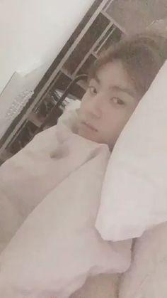 Bts jungkook video Es es es un bebito Jung Kook, Bts Jungkook, Jeon Jungkook Photoshoot, Bts Memes, Kpop Gifs, V Bts Wallpaper, Bts Funny Videos, Vkook, Bts Video