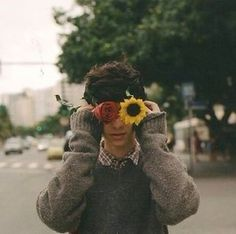 Flowers photography vintage people ideas for 2019 Vintage Photography, Photography Poses, Photography Flowers, People Photography, Human Photography, Wedding Photography, Pretty People, Beautiful People, Grunge