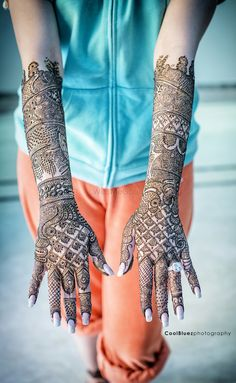 beautiful bridal mehendi designs  ❤For More Follow On INSTA @love_ushi OR PINTEREST @ANAM SIDDIQUI ♥