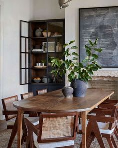 Inspired Interiors: Amber Interiors Home Tour. A beautiful traditional home steeped in gorgeous vintage, conversation inspiring detail. Dining Room Inspiration, Interior Inspiration, Interior Ideas, Amber Interiors, Dining Room Design, Dining Room Storage, Home Design, Design Web, Design Ideas