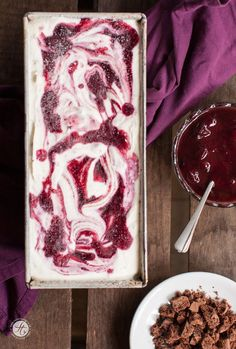 Black Forest cherry ice cream with only 5 ingredients and without ice machine Recipe of # Celebration Daily artesanales caseros caseros de frutas ice cream cream cake cream design cream desserts cream recipes Ice Cream Deserts, Cherry Ice Cream, Sugar Free Jello, Mango Sorbet, Sorbets, Ice Ice Baby, Popsicle Recipes, Xmas Food, Chocolate Ice Cream