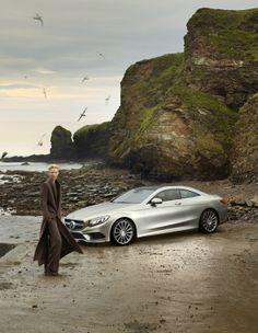 Stil-Ikone Tilda Swinton sowie das neue S-Klasse Coupé in der Mercedes-Benz Fashion-Kampagne Frühjahr/Sommer 2015