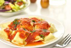 """Тружусь аки пчела. Фото найдено по поиску """"Ravioli al pomodoro"""". Позавчера я занималась пастой/ pasta ripiena/ к рождественскому обеду. Делала равиоли с начинкой, рецепт которой я…"""