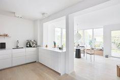 Kitchen Furniture, Kitchen Interior, New Kitchen, Kitchen Dining, Breakfast Bar Kitchen, Scandinavian Kitchen, House Extensions, Minimalist Kitchen, Cool Kitchens