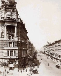 Andrássy út 1875 - Budapest - Wikipedia, the free encyclopedia Old Pictures, Old Photos, Pretty Pictures, Capital Of Hungary, Historical Architecture, Vintage Architecture, History Photos, Most Beautiful Cities, World Heritage Sites