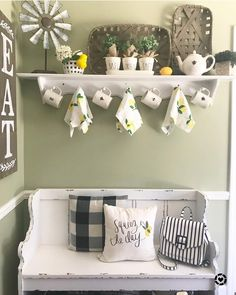 Country kitchen decorating ideas - country designs, comfort and easy living Lemon Kitchen Decor, Kitchen Decor Themes, Tv Decor, Kitchen Redo, Home Decor Kitchen, Diy Home Decor, Kitchen Ideas, Decor Ideas, Shabby Chic Kitchen