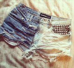 Once again, a pair of cute shorts that outrageously, butt-hanging-out, too short. Diy Shorts, Cute Shorts, Diy Jeans, Short Shorts, Hotpants Jeans, Diy Fashion, Fashion Outfits, Fashion Moda, Hipster Fashion