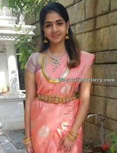 Anitha Vijaykumar daughter in kasu mala and diamond necklace, celebrity jewellery Black Blouse Designs, Silk Saree Blouse Designs, Blouse Neck Designs, Saree Jewellery, Gold Jewellery, Bridal Jewelry, Diamond Jewelry, Stylish Dress Designs, Stylish Dresses
