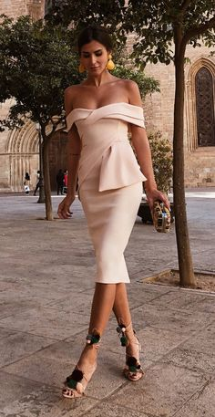 This apricot bodycon dress features off shoulder and pleated, and this short sleeve dress is for the Bodycon Dress Formal, Bodycon Dress With Sleeves, Short Sleeve Dresses, Short Sleeves, Sexy Dresses, Beautiful Dresses, Evening Dresses, Formal Dresses, Midi Dresses