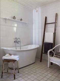 Lantligt badrum..