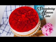 Calling all strawberry lovers! This is the dessert that you will be making during this summer. This Strawberry Mousse Cake has three distinctive layers, all great in the own way. Peach Mousse, Lemon Mousse Cake, Strawberry Mousse Cake, Strawberry Jelly, Strawberry Topping, Strawberry Desserts, Strawberries And Cream, Fun Desserts, Jelly Cheesecake