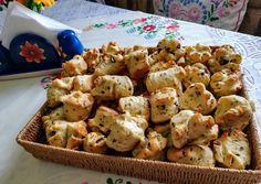 Tökmagos pogácsa recept foto Tasty Dishes, Potato Salad, Cauliflower, Potatoes, Baking, Vegetables, Ethnic Recipes, Macaron, Food