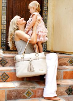 Prizeapalooza day one – Isabella baby bag from Storksak - LOVE this diaper bag! Ways To Get Pregnant, Getting Pregnant, Baby Kind, Baby Love, Leather Diaper Bags, Delivery Room, Baby Changing Bags, Baby Skin Care, Baby Online