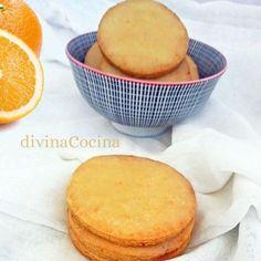 Estas galletas de naranja y miel con jengibre resultan deliciosas, muy aromáticas y crujientes. El glaseado de naranja aporta el toque final.
