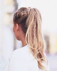 Pony braids // hair ideas // chic ponytails // braids // blonde // up do ideas // hair tips