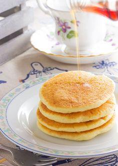 I pancakes sono un'alternativa alla classica colazione italiana, oltre ad essere un dolce goloso è anche nutriente.  Ho pensato di proporveli in diverse varianti: pancakes senza lievito chimico, pancakes senza lattosio, pancakes senza glutine, pancakes senza uova. Tutte queste varianti oltre a non contenere il lievito non contengono nemmeno burro o olio  e zuccheri nell'impasto My Recipes, Pancakes, Breakfast, Food, Lavender, Morning Coffee, Essen, Pancake, Meals