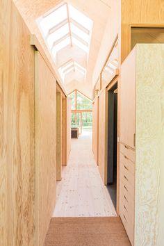 bob_190734_15 Small Tiny House, Small Barns, Tiny House Design, Minimalist House Design, Minimalist Home, Wooden Architecture, Architecture Design, Little Houses, Planer