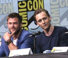 """Here's Chris Hemsworth aka Thor and Tom Hiddleston aka Loki back in Hall H talking Thor: Ragnarok SDCC 2017"" https://twitter.com/blackfilm/status/888929832125448192"