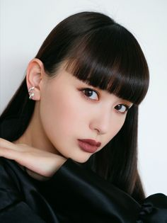 Thick Bangs, Long Hair With Bangs, Japanese Street Fashion, Asian Fashion, Girls With Black Hair, Japan Model, Colorful Makeup, Hairstyles With Bangs, Cut And Style