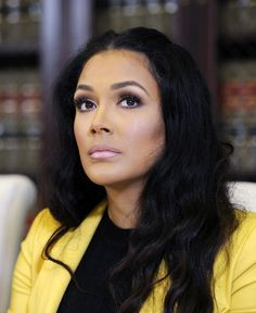 Shantel Jackson Photos Photos - Shantel Jackson, ex-fiancee of boxer Floyd Mayweather Jr., during a news conference with her attorney Gloria Allred after announcing a lawsuit against the boxer for battery, assault, invasion of privacy, defamation and false imprisonment during a news conference Thursday, September 4, 2014, in Los Angeles, California. - Gloria Allred Holds Press Conference Regarding Floyd Mayweather Jr's Ex-Fiancee's Lawsuit
