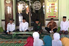 Tribratanewsmagelangkota.com - Kepala Kepolisin Resor Magelang Kota Ajun Komisaris Besar Polisi Edi Purwanto SIK MH megikuti Pengajian rutin di Masjid Agung Kota Magelang,