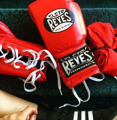 @sisa_kr red gloves! Ready for training. #red #cletoreyes #training #boxing…