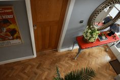 See the hallway renovation of our house. With orange and grey interior design and refurbished with original features. 1930s Hallway, Blue Hallway, Hallway Colours, 1930s Living Room, Hallway Wallpaper, Hallway Inspiration, Grey Interior Design, 1930s House, Parquet Flooring