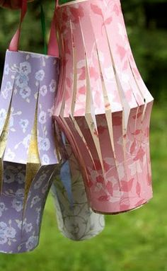 With a piece of paper, scissors, and a bit of ribbon, you can make cheerful paper lanterns, perfect for decorating your patio...
