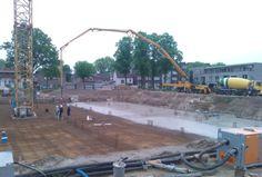 Voortgang bouw: storten van betonvloer van de parkeerkelder. www.nieuweborg.nl