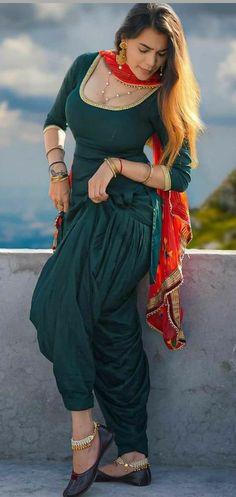 Iranian Women Fashion, Indian Fashion, Saree Fashion, Fashion Dresses, Beauty Full Girl, Beauty Women, Beauty Art, Glamour Pics, Desi Girl Image