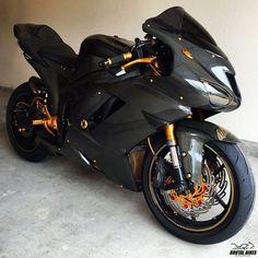 Moto Ninja, Ninja Motorcycle, Ninja Bike, Motorbike Girl, Motorcycle Touring, Women Motorcycle, Motorcycle Quotes, Kawasaki Ninja, Kawasaki Bikes