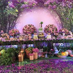 """1,099 curtidas, 25 comentários - Decor&Festa • Mari Mangione (@decorefesta) no Instagram: """"Que festa maravilhosa!! Estou encantada 💜 por @crissreis 💜 pic via @loucaporfestas 💜💜 Tema: Fazenda…"""" Enchanted Forest Theme Party, Enchanted Forest Decorations, Enchanted Garden, Quinceanera Decorations, Quinceanera Party, Wedding Decorations, Fairy Birthday Party, Garden Birthday, Party Garden"""