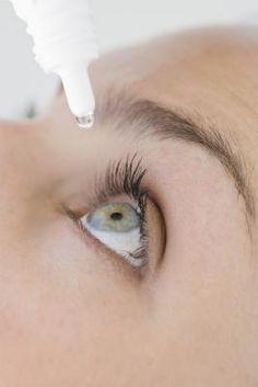 How to Make Natural Eye Drops: green tea bag & sea salt