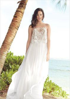 Mira Zwillinger Roxie gown and easy beach wedding ideas! #weddingchicks http://www.weddingchicks.com/2014/07/04/free-seahorse-monogram/