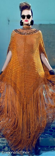 Nicolas Jebran Couture F/W Wrong styling but the cape is so boho Couture Fashion, Boho Fashion, High Fashion, Womens Fashion, Fashion Design, Moda Crochet, Mode Boho, Crochet Fashion, Crochet Designs