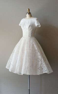 50s bridal gowns   50s lace wedding dress