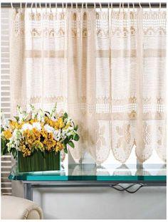 34 MODELOS E DICAS DE CORTINAS DE CROCHÊ INSPIRADORAS As cortinas de crochê combinam com ambientes clássicos, rústicos e delicados. Na cozinha para dar um ar inspirador; no banheiro de forma a esconder aquela janela pequena; no quarto na casa da fazenda ou até mesmo na sala de estar com ar descolado. Enfim, existem inúmeras…