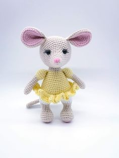 Heklet amigurumi mus Crochet Amigurumi Free Patterns, Hello Kitty, Barn, Teddy Bear, Animals, Character, Converted Barn, Animales, Animaux