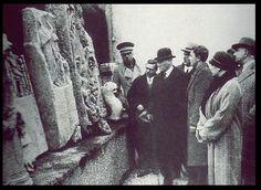 Atatürk, İstanbul Arkeoloji Müzesi'ni ziyaret ediyor. (Şubat 1933)