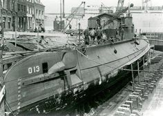 Submarine in dock in Vlissingen Russian Submarine, Dutch East Indies, French Army, Navy Ships, Aircraft Carrier, Royal Navy, War Machine, Battleship, Armed Forces