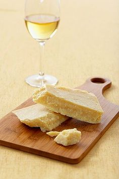 Does cheese pair better with White Wine or Red Wine?