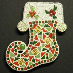Compleet pakket om zelf na te maken http://www.mozaiektegeltjes-enzo.nl/c-2336293/kerst-laars/