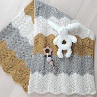 Hübsch Hækling: Skønne babytæpper Crochet Baby Toys, Baby Afghan Crochet, Baby Afghans, Crochet Dolls, Crochet Stitches, Crochet Patterns, Knitting For Kids, Crochet For Kids, Diy Crochet